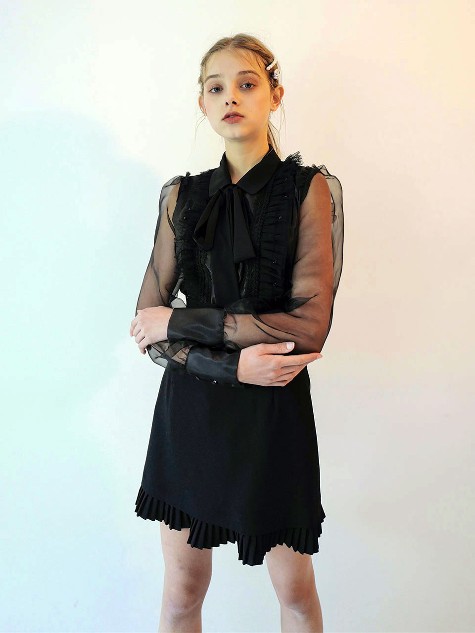 18AW Pearl frill blouse (Black)